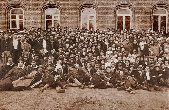 Учасиники II комсомольской конфренции строителей 1832 г